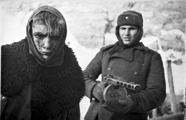Γερμανοί στρατιώτες παραδίνονται