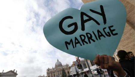 13451310_ROM505_VATICAN_GAY_PROTEST_1216_11.limghandler